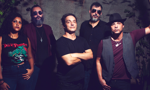 Into the Purple e Silvio Mazzei em tributo a Deep Purple